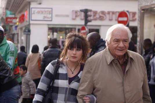 Luce Radot (Marilyn) et Michel Galabru (Joseph) dans le téléfilm réalisé par Emilie Deleuze en 2009, «A deux, c'est plus facile».