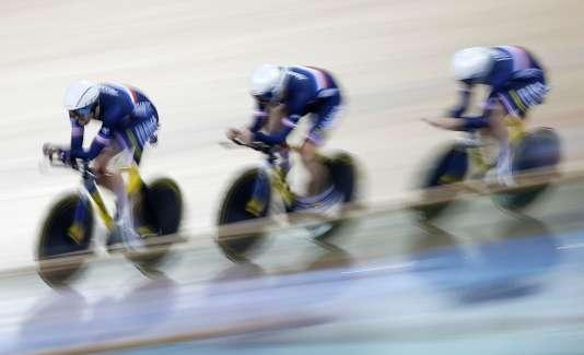 L'équipe de France de poursuite en qualifications des championnats du monde de Londres, mercredi 3 mars.