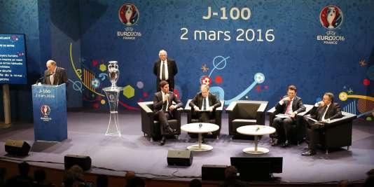 Jacques Lambert (au micro), patron de la société d'organisation de l'Euro 2016, à Paris, le 2 mars.