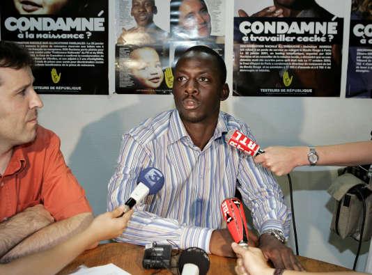 Frédéric Tiebouyou en 2005, après avoir alerté des associations sur la discrimination dont à fait preuve a son encontre le bailleur Logirep.