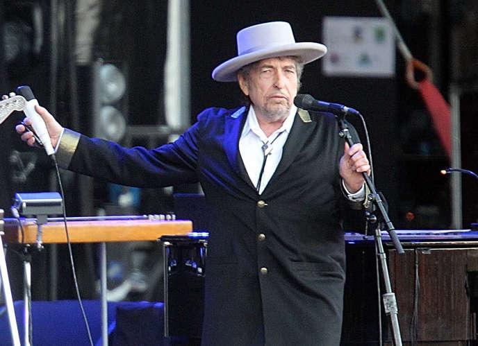 Interrogé fin octobre par le quotidien britannique «The Daily Telegraph» sur sa participation au banquet, à Stockholm, au cours duquel le roi de Suède remet leurs prix à tous les lauréats, Bob Dylan avait répondu: «Absolument. Pour autant que ce soit possible.»