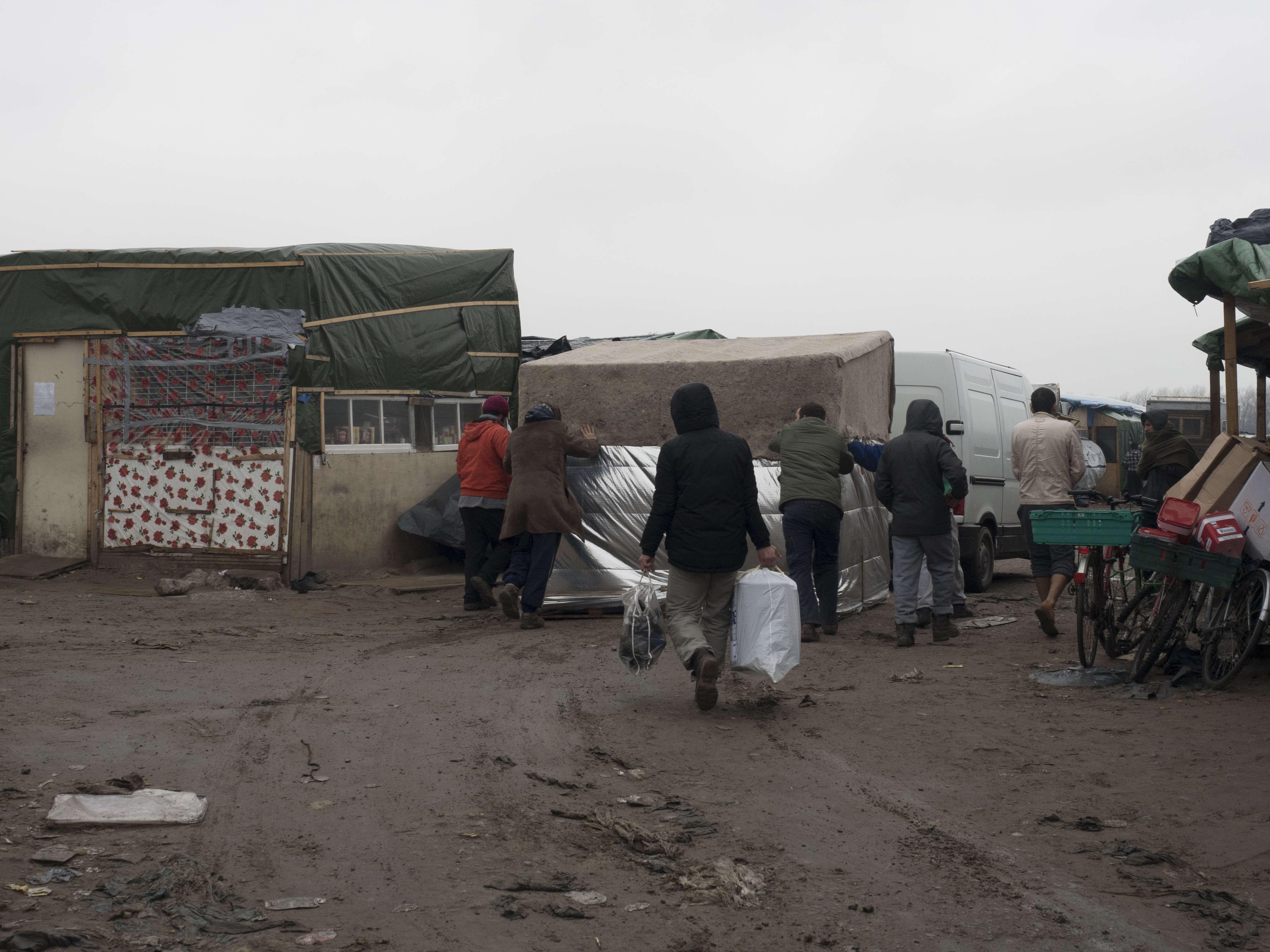 """""""La plupart vont surtout trouver un abri temporaire dans la zone nord de la jungle"""",  explique un volontaire du Secours catholique."""