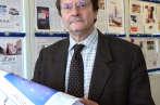 """Erik Izraelewicz dans les locaux du """"Monde"""", le 19 novembre 2012."""