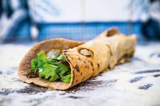 Chez Grillé, les viandes d'origine contrôlée sont savamment marinées et embrochées sur place, accompagnées de sauces maison.
