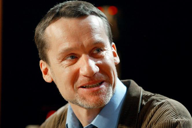 L'écrivain Andreï Makine pose sur le plateau de l'émission