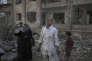 Dans le quartier de Hananou, en juillet 2012. Deux heures après un bombardement par les avions de l'armée syrienne régulière.
