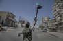 Dès son deuxième jour de présence à Alep, l'armée syrienne libre est entrée dans le quartier de Tarik el Bab. Peu de Shabiyas ont été arrêtés, mais la plupart des habitants ont accueilli les combattants. Des centaines de personnes ont fui la région, craignant une contre-offensive de l'armée régulière. Des groupes de jeunes manifestent en faveur dde la démocratie sans avoir peur de la répréssion grace à la présence de combattants de l'ASL.