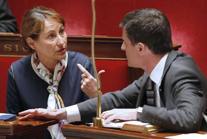 Ségolène Royal, ministre de l'environnement, et Manuel Valls, à l'Assemblée nationale, en juin2015.