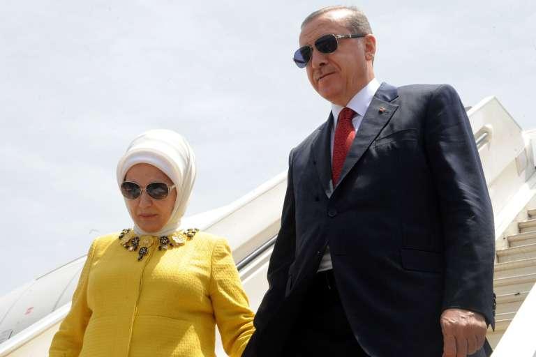 Recep Tayyip Erdogan et son épouse arrivent à Conakry, la capitale de la Guinée, le 3mars.