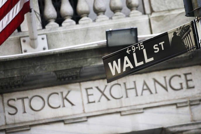 Les bonus des traders et des banquiers ont chuté de 9% en 2015, affectés par les turbulences sur les marchés et les craintes de récession de l'économie mondiale.