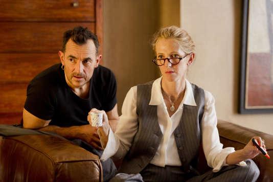 « 9 mois ferme », un film de et avec Albert Dupontel, et Sandrine Kiberlain.