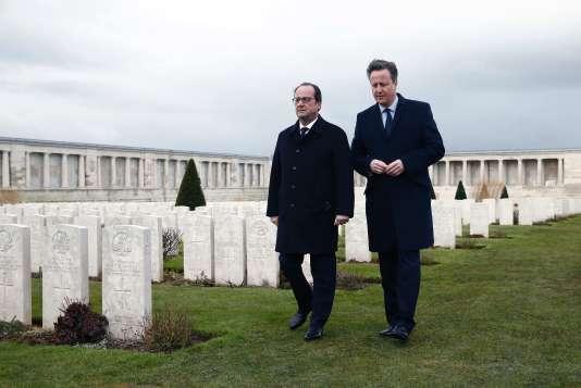François Hollande et David Cameron, lors du 34e sommet franco-britannique près d'Amiens.