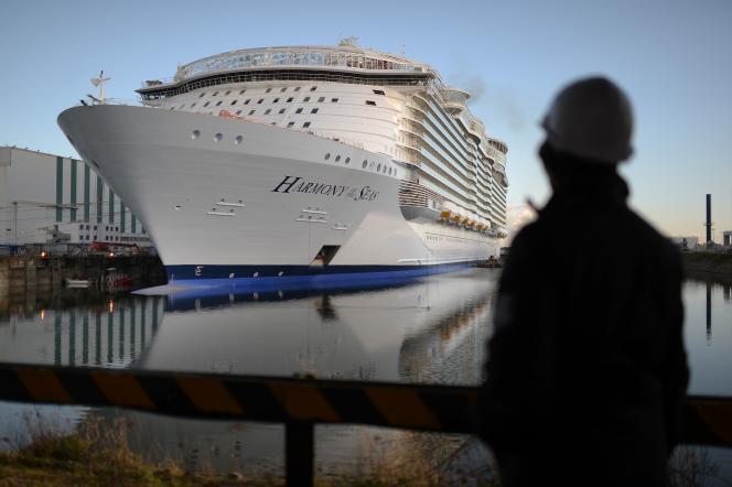 Le navire de croisière «Harmony of the Seas» à Saint-Nazaire.