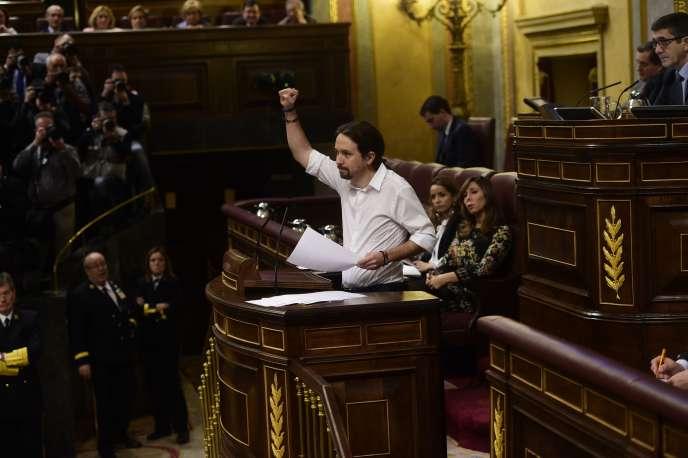 Le leader de Podemos, Pablo Iglesias, devant le Parlement, à Madrid, mercredi 2mars 2016.