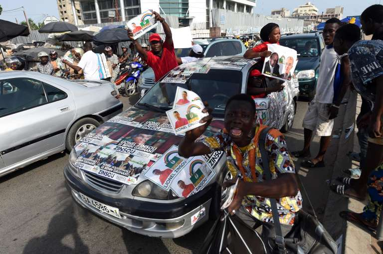 Des partisans de Lionel Zinsou, à Cotonou, le 3 mars.