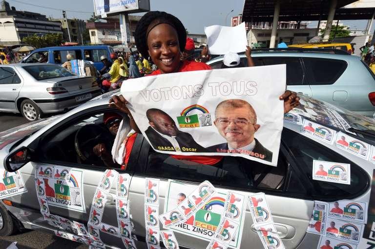 Une partisane du premier ministre Lionel Zinsou à Cotonou, le 3 mars.