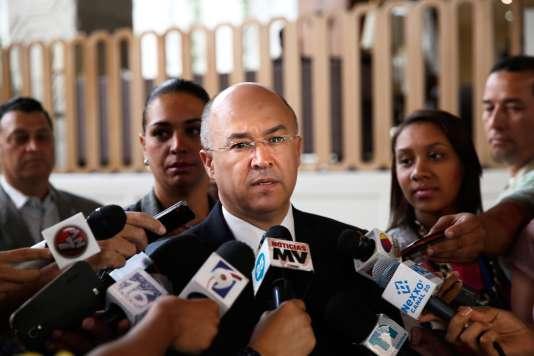 Le procureur général de la République dominicaine, Francisco Dominguez Brito, s'adresse à la presse jeudi 3 mars à propos de l'extradition du Français Christophe Naudin, soupçonné d'avoir aidé à l'évasion de deux pilotes français impliqués dans l'affaire dite «Air cocaïne».