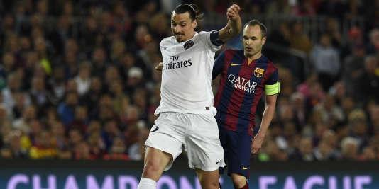 Le capitaine barcelonais, Andrés Iniesta, face à Zlatan Ibrahimovic, en avril 2015.