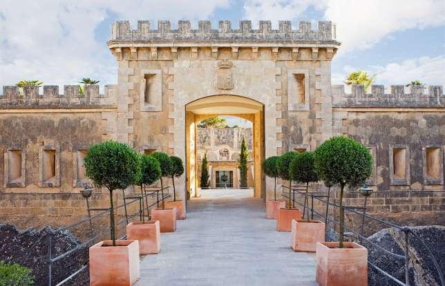 Dans la baie de Palma, cette ancienne forteresse militaire a été transformée en hôtel de luxe.