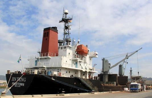 Le cargo, battant pavillon sierra-léonais, figure sur une liste de 31 navires nord-coréens contrôlés ou exploités par une société de transport maritime, Ocean Maritime Management, dont l'ONU a ordonné le gel des actifs.