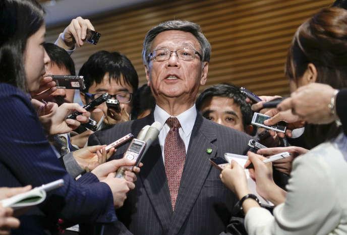 Le gouverneur d'Okinawa, Takeshi Onaga, après un entretien avec le premier ministre japonais Shinzo Abe, à Tokyo, le 4 mars 2016.