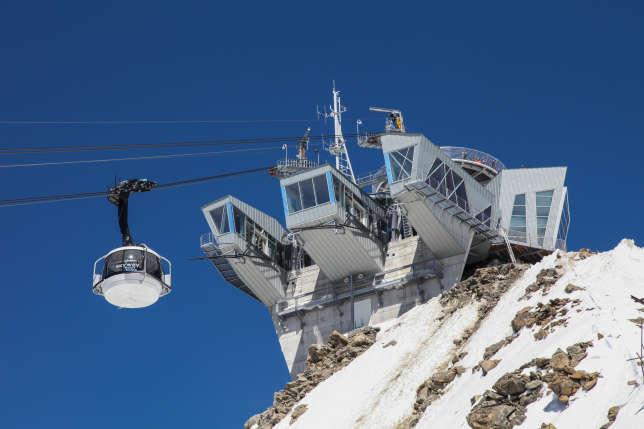 Le téléphérique Skyway Monte Bianco relie les versant italien et français du mont Blanc, avec vue  panoramique depuis ses cabines de verre pivotant sur 360°.