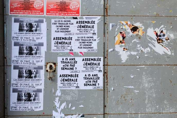 Affiches concernant la loi El Khomri et la manifestation du 9 mars, à l'entrée de l'université Paris 8, à Saint-Denis, le 3 mars 2016.