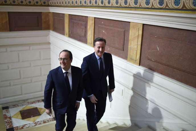 François Hollande et David Cameron au musée de Picardie à Amiens, le 3 mars 2016.