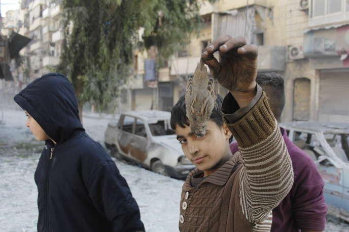 Lors d'une manifestation en soutien à l'Armée libre syrienne dans le quartier de Karam Al-Afandi, le 7 décembre 2015.