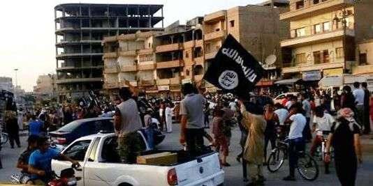 Des djihadistes de l'Etat islamique (ici dans leur bastion de Rakka) avançaient vers Alep, en 2014.