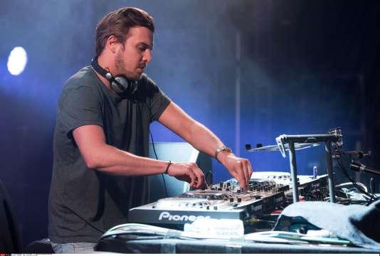 Le DJ Feder au concert NRJ dans le parc de Trelaze, le 9 juillet 2015.
