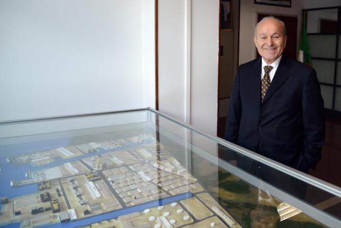 Issad Rebrab, le PDG de CEVITAL pose en janvier 2014 dans son bureau à Alger.