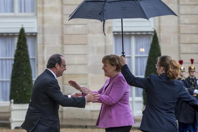 François Hollande  et Angela Merkel, au palais de l'Elysée, à Paris, le 4mars.