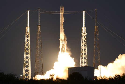La fusée Falcon 9 de SpaceX lors de son lancement depuis Cap Canaveral, en Floride, le 4 mars.