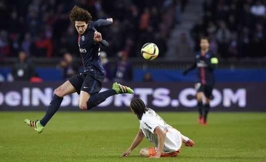 Le Parisien Adrien Rabiot face au défenseur montpelliérain Daniel Congre , samedi 5 mars.