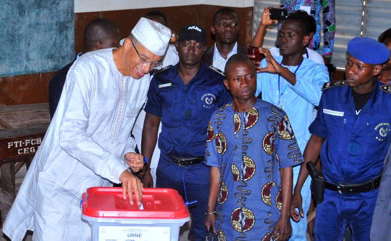 Le premier ministre Lionel Zinsou lors du premier tour de l'élection présidentielle à Cotonou, le 6 mars.