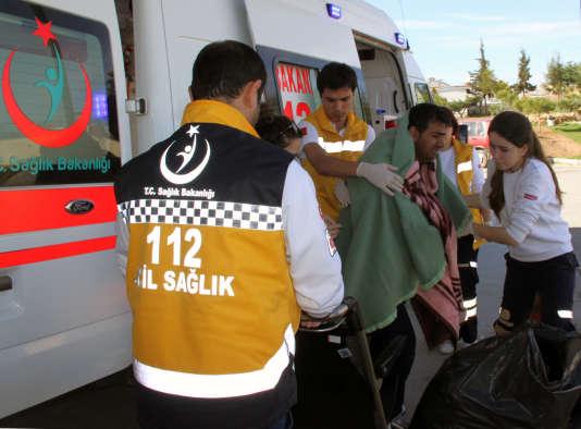 Un migrant secouru par les autorités turques.