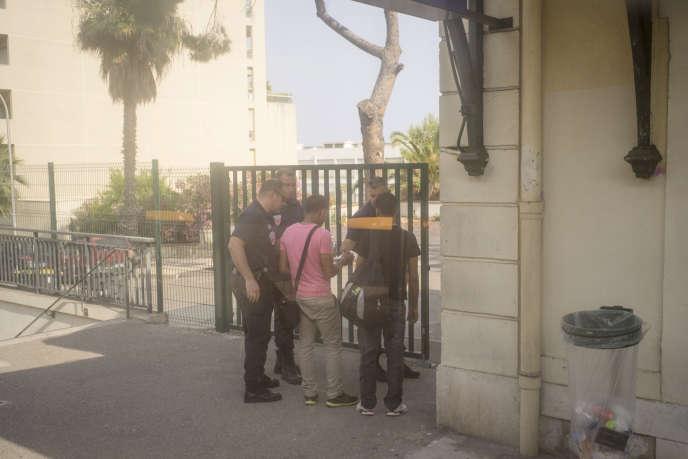 Un contrôle d'identité en gare de Menton Garavan, le 5 juillet 2015.