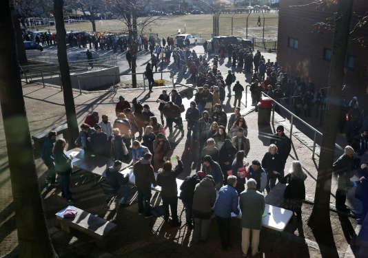 La file d'attente devant un des caucus démocrates organisés dans le Maine, le 6 mars.