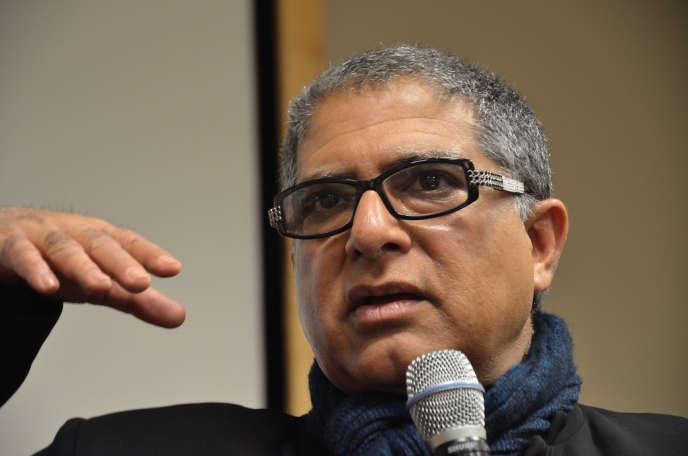 Ici en janvier 2011, Deepak Chopra, médecin endocrinologue, écrivain et «penseur», a reçu, en 1998, le prix satirique Ig Nobel de physique décerné par le magazine scientifique humoristique «Annals of Improbable Research».