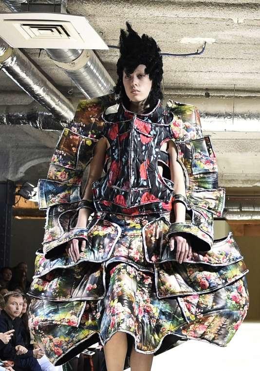 Chez Comme des Garçons, le vêtement se fait carapace.