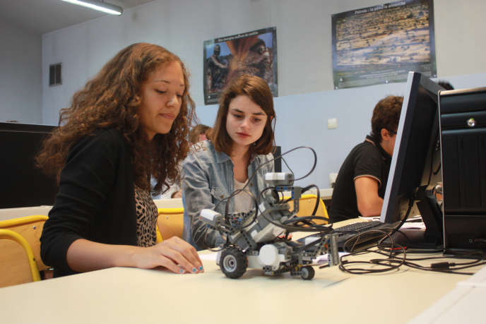 L'EPF, ex Ecole polytechnique féminine, accueille aujourd'hui 36 % de femmes, mais continue de militer pour un meilleur accès des femmes aux études supérieures.
