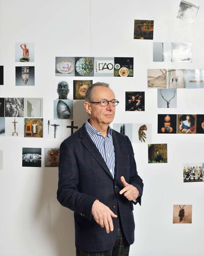 Le commissaire et historien d'art Jean-Hubert Martin dans l'une des salles de l'exposition