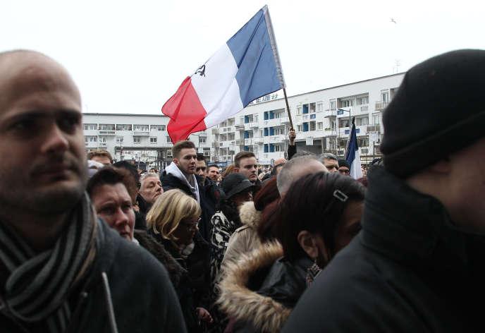 Des commercants et des habitants de Calais manifestent pour rappeler l'impact de la crise des migrants sur leur économie, le 24 janvier 2016.