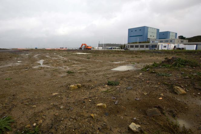En 2007, EDF prévoyait que les deux centrales EPR d'Hinkley Point, dans l'ouest de l'Angleterre, seraient en fonctionnement pour Noël 2017. Neuf ans plus tard, le projet est encalminé et la décision d'investissement n'a toujours pas été prise.