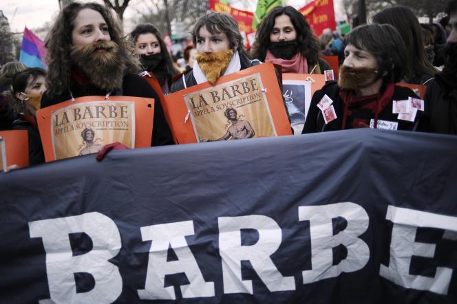 Des manifestantes marchent pour l'égalité des genres le 8 mars 2012 à Paris, comme participation au jour de la Femme.