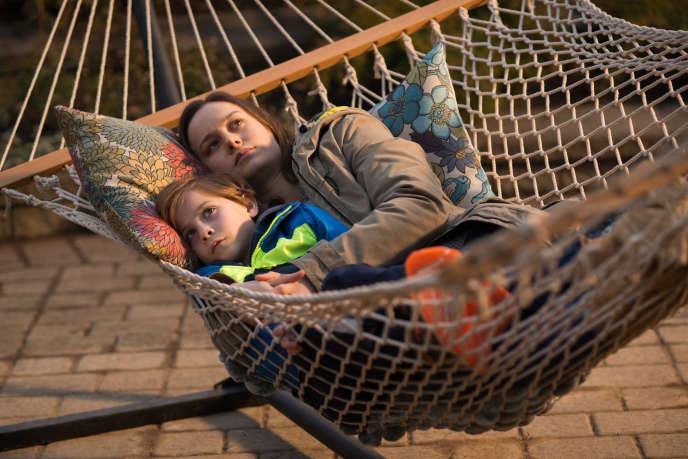 Le film de Lenny Abrahamson montre la souffrance d'une mère (Brie Larson) et de son jeune fils (Jacob Tremblay) reclus dans une pièce par leur geôlier.