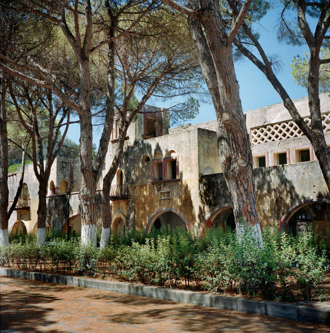 """Situé à 40 km de la ville de Rhodes, l'ancien """"village modèle"""" Campochiaro (rebaptisé Eleousa) est aujourd'hui à l'abandon."""