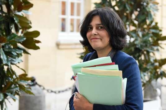 """""""Tout se passe comme si le niveau de l'activité économique n'avait aucune conséquence sur l'emploi. Or c'est bien l'activité économique et son anticipation par les entreprises qui sont le moteur de la création d'emplois marchands, auxquels s'ajoutent ceux produisant les services collectifs"""" (Photo: Myriam El Khomri le 8 mars à Matignon)."""