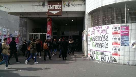Entrée de l'université Paris-VIII, à Saint-Denis.